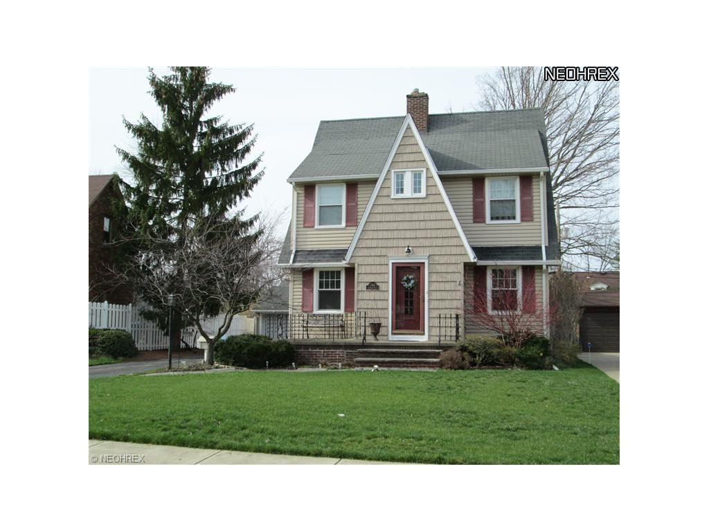 242 Stanford Rd, Berea, OH 44017-1561