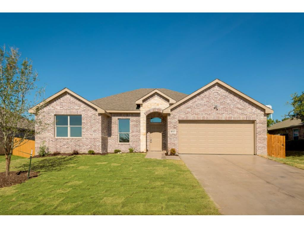 1613 Waters Edge Dr. Glenn Height, TX 75154