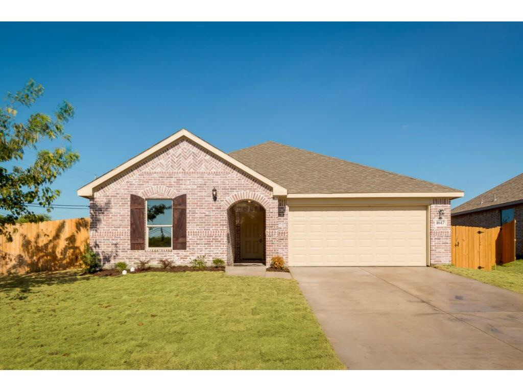 1617 Waters Edge Dr. Glenn Heights, TX 75154