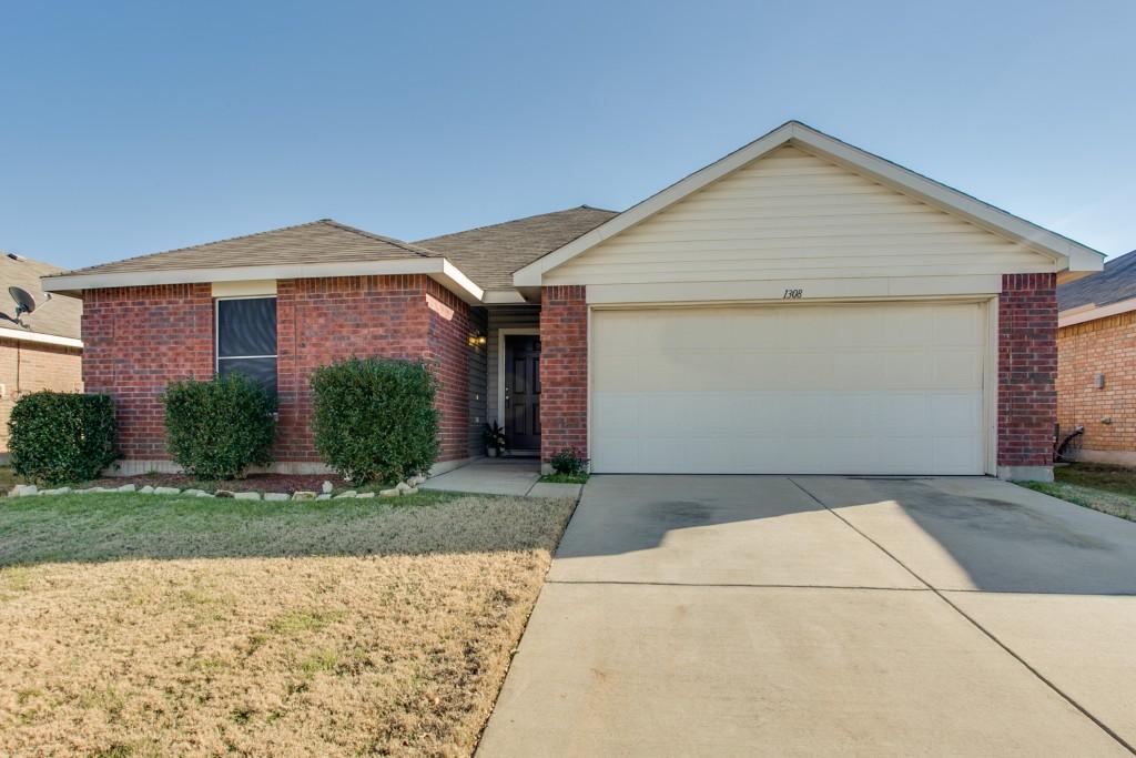 1308 Castle Ridge Rd, Fort Worth, TX 76140