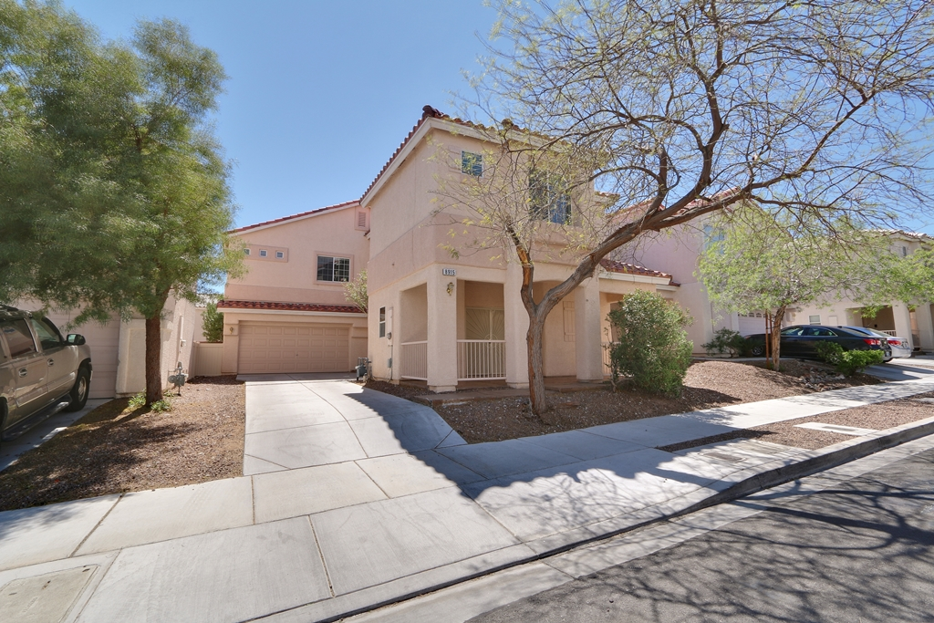 8915 Mossy Hollow