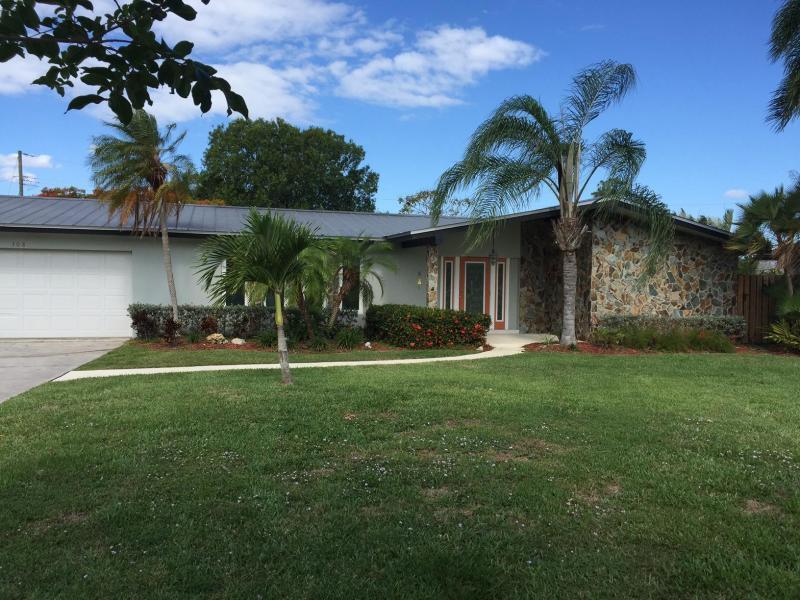 308 SE Camino Court, Port Saint Lucie, FL 34952