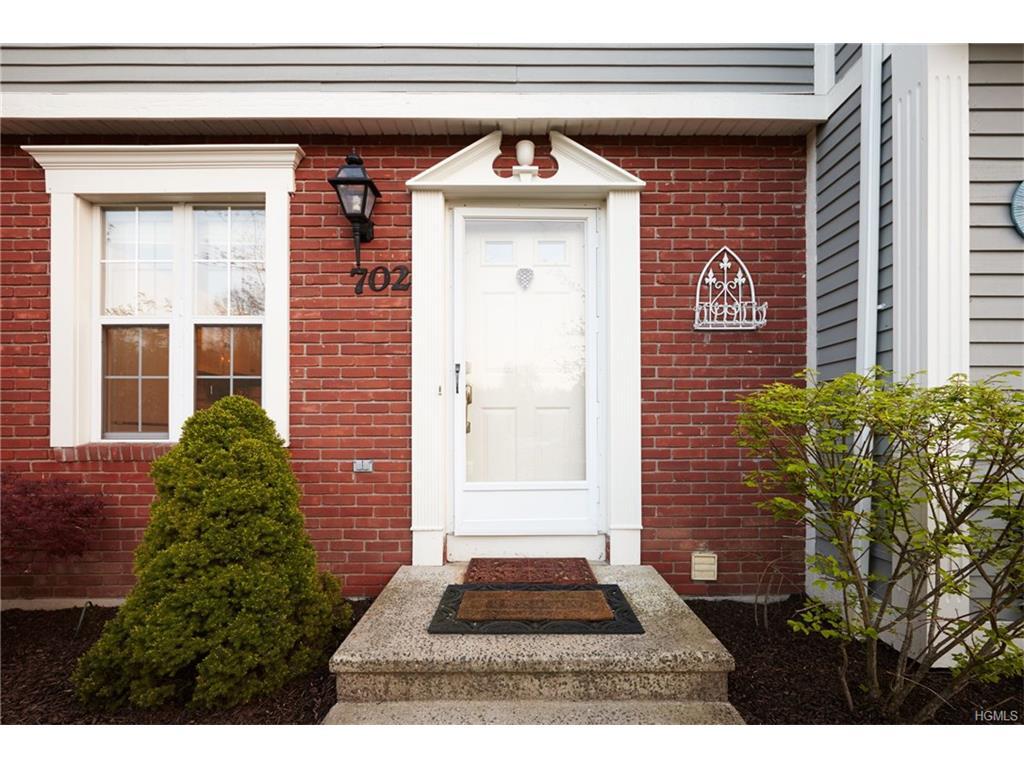 702 Twin Brook Court, Carmel, NY 10512