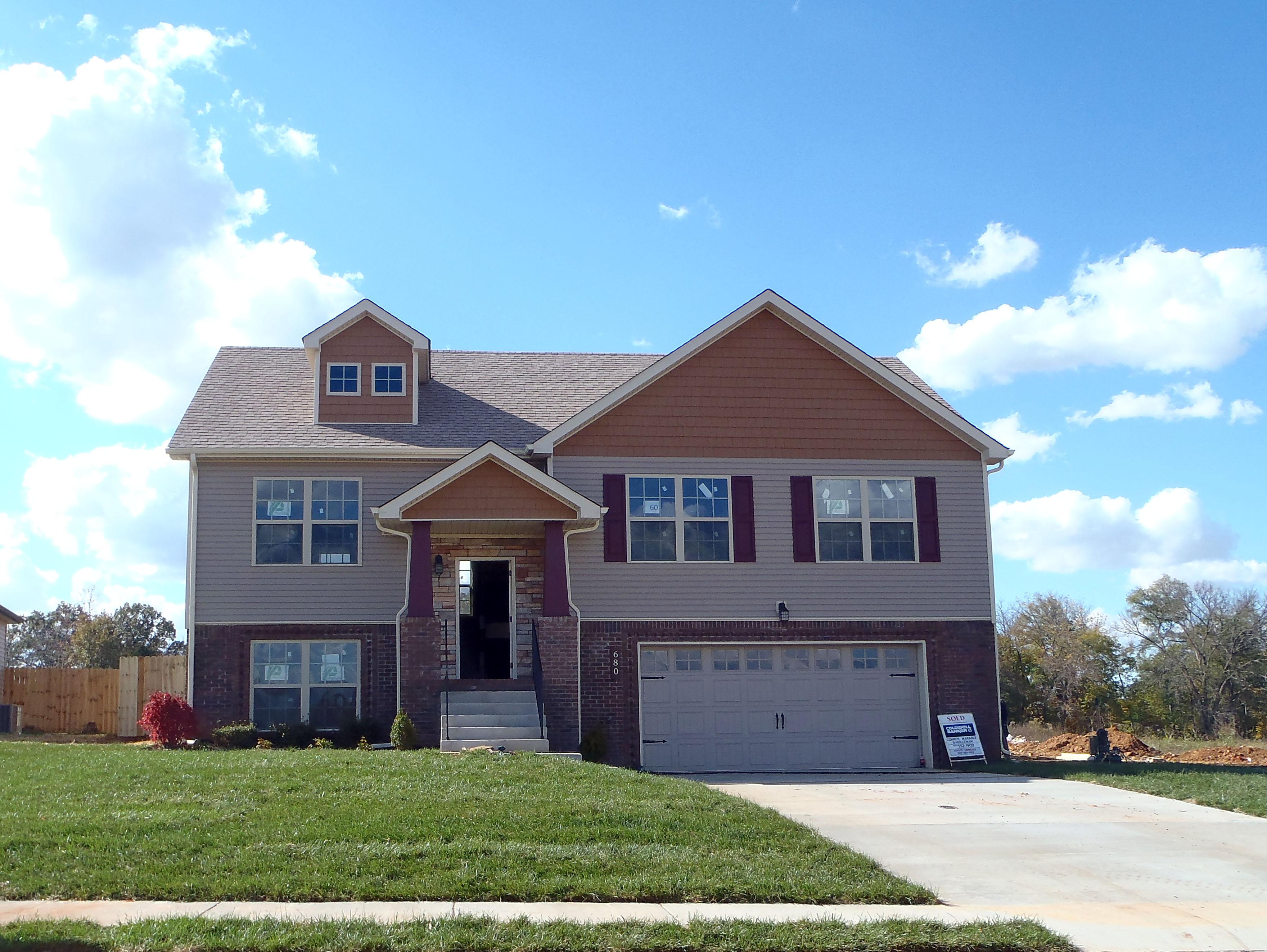 680 Crestone Court Clarksville, TN 37042