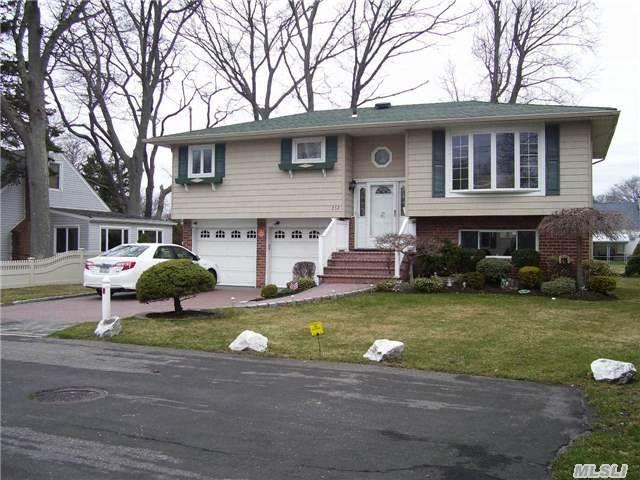 252 Herbert Avenue, Lindenhurst, NY 11757