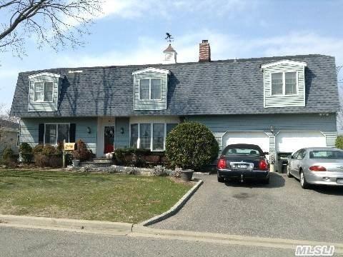 61 New Point Pl, Amityville, NY 11701