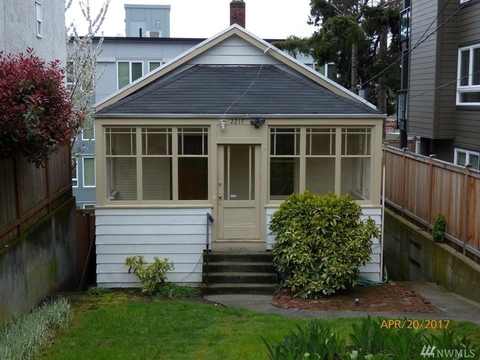 2217 14th Ave W Seattle, WA 98119