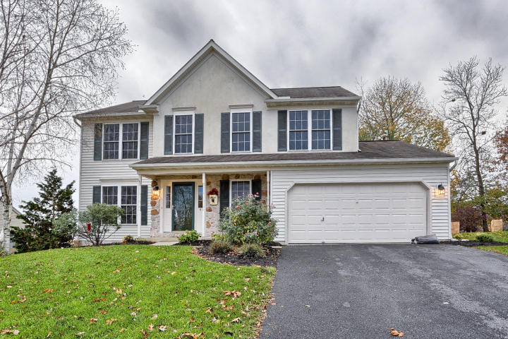 8 W Kestrel Dr, Denver, PA 17517