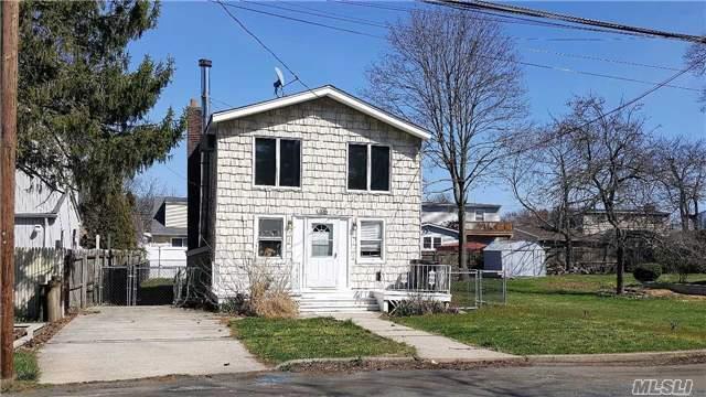 106 Lafayette St, Copiague, NY 11726