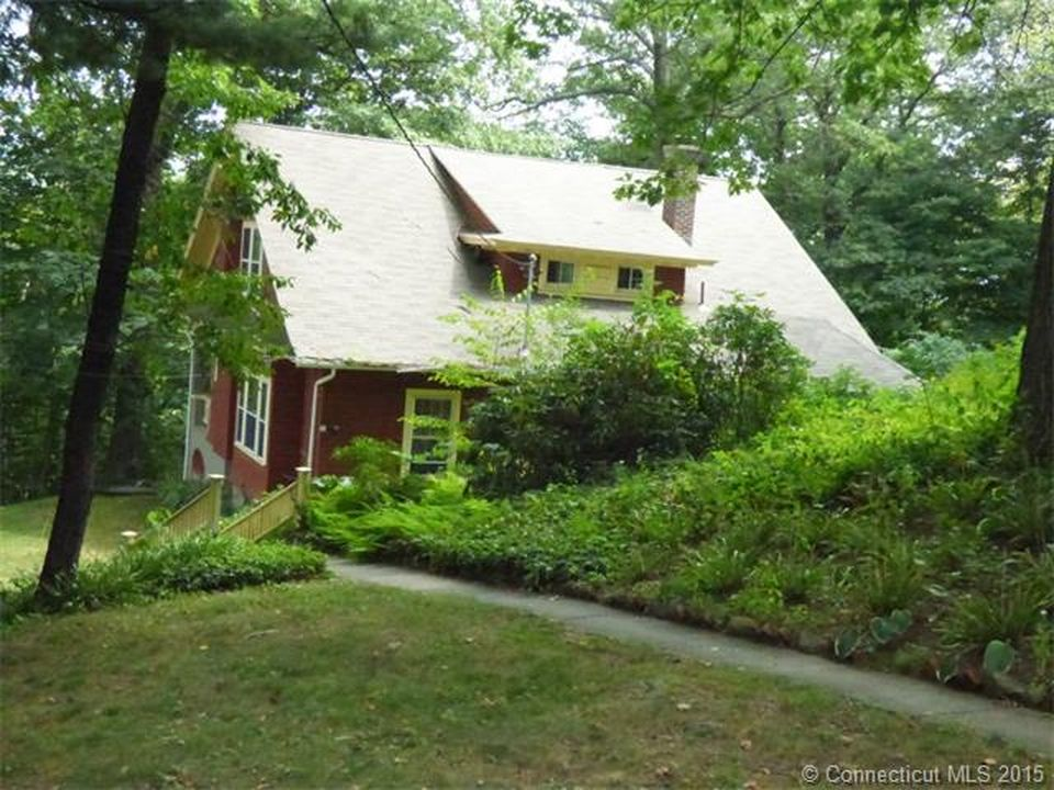 31 Woodside Ave, Waterbury, CT 06708