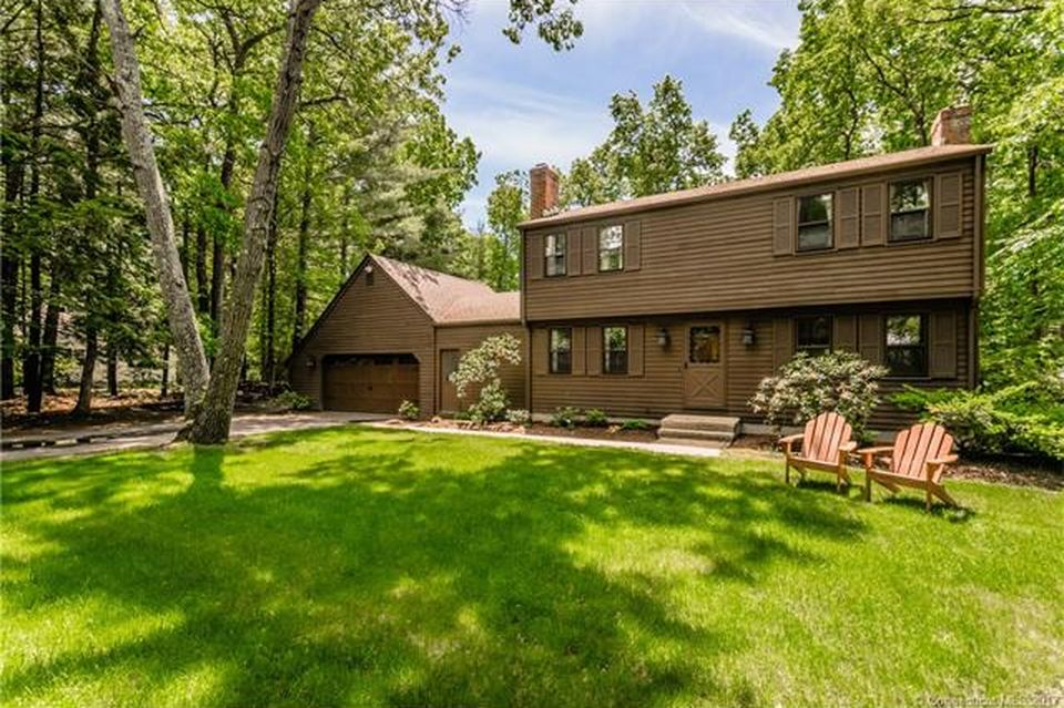 9 Fawn Dr  Granby, CT 06035
