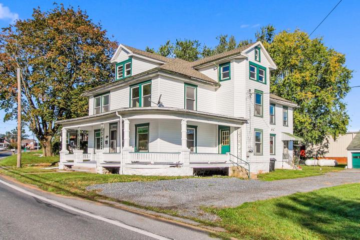 104-106 W Main St, Reinholds, PA 17569