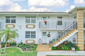1205 S Lakes End Drive E2, Fort Pierce, FL 34950