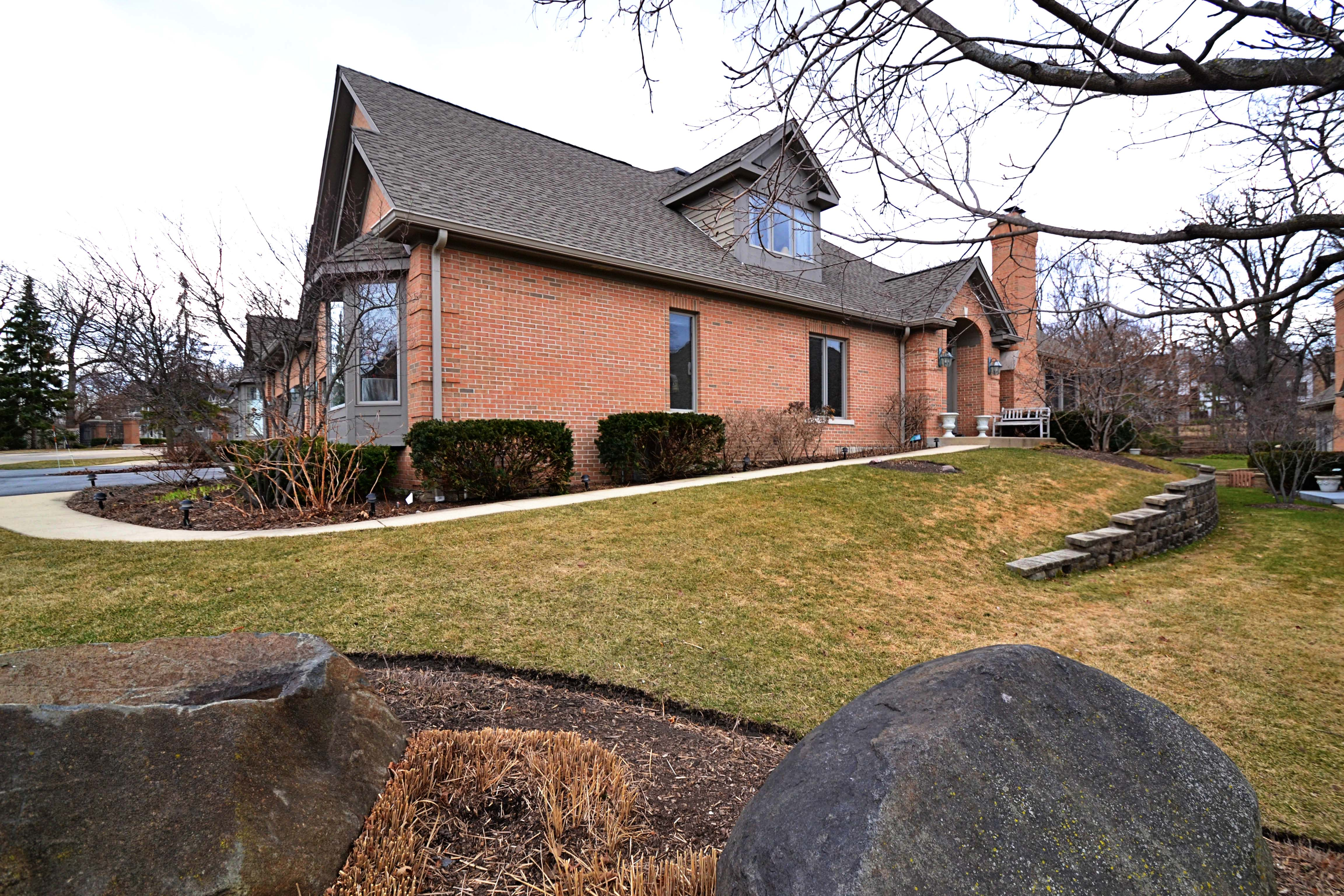 1241 Willowgate Lane St Charles, Il