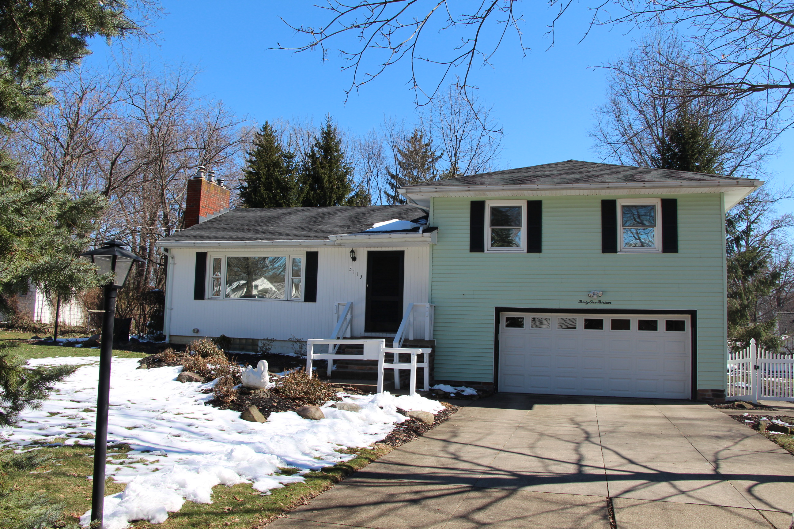 3113 Mayfield Rd, Stow