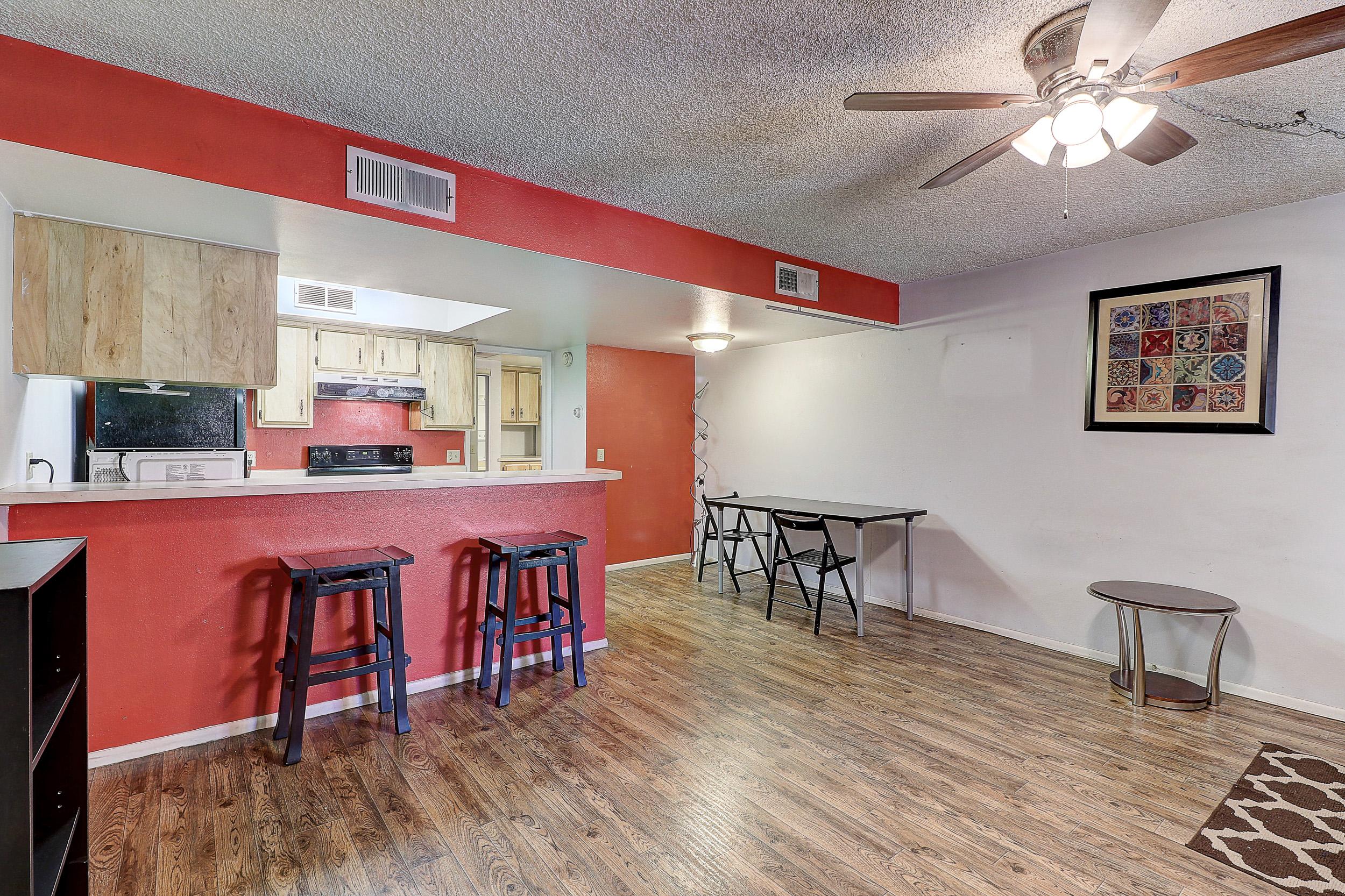 8847 N 8TH ST 207, Phoenix, AZ 85020