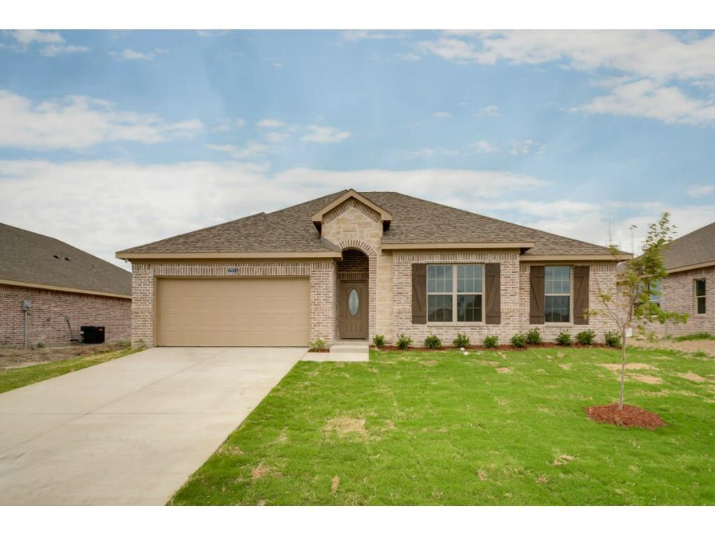 1615 Waters Edge Dr. Glenn Height, TX 75154