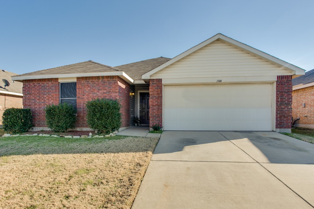 1308 Castle Ridge Rd, Fort Worth, TX 76140
