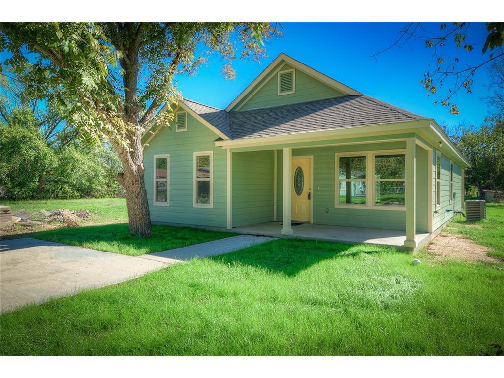 1004 E. 4th St, Lockhart, Texas 78644