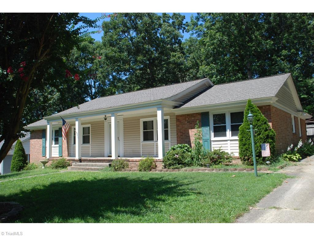 2204 Hathaway Dr., Greensboro, NC  27408