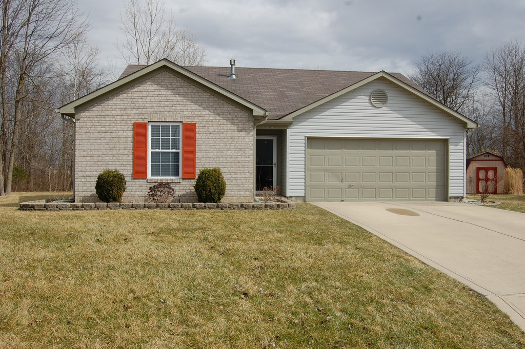 1884 Willowview Ct, Greenfield, IN